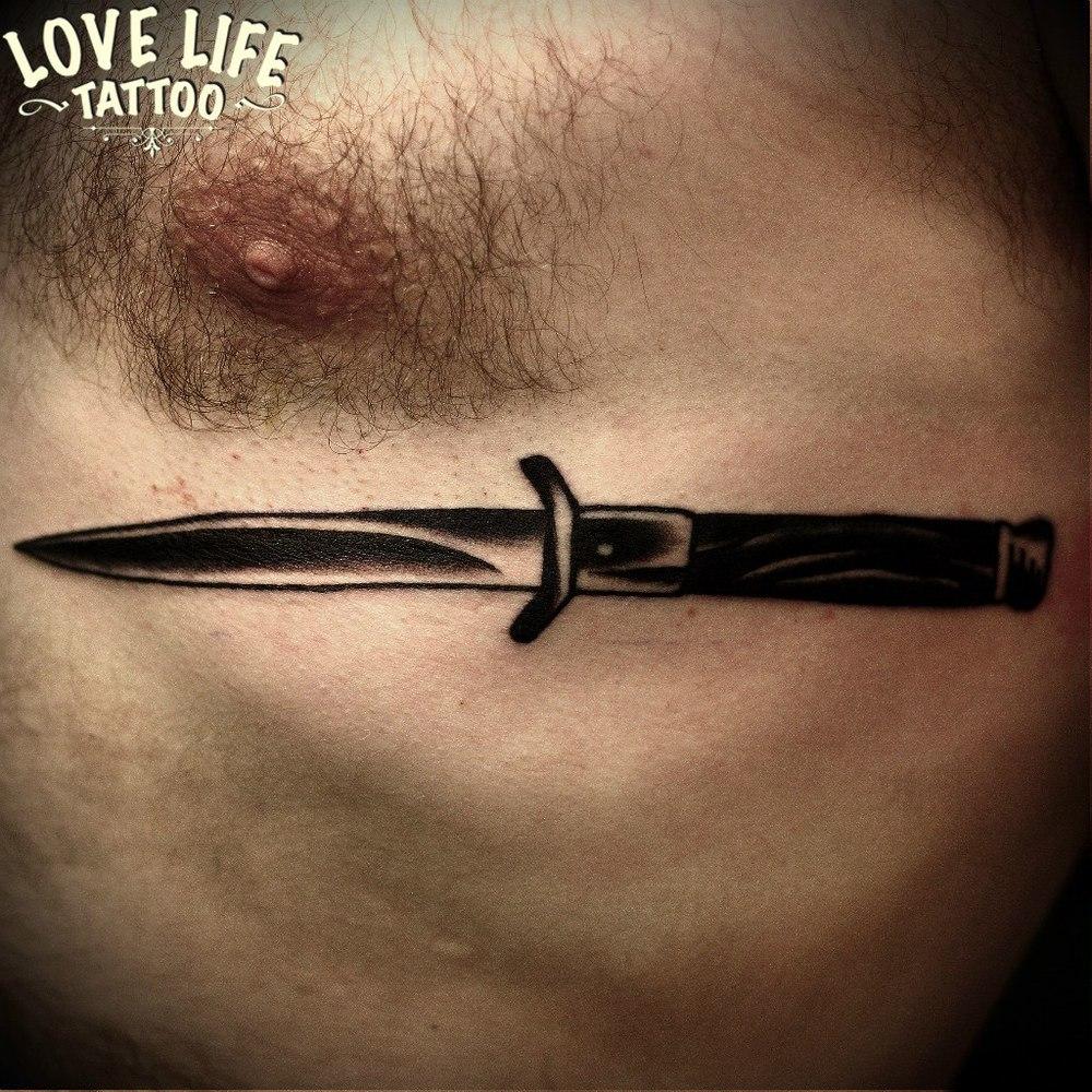 татуировка ножа