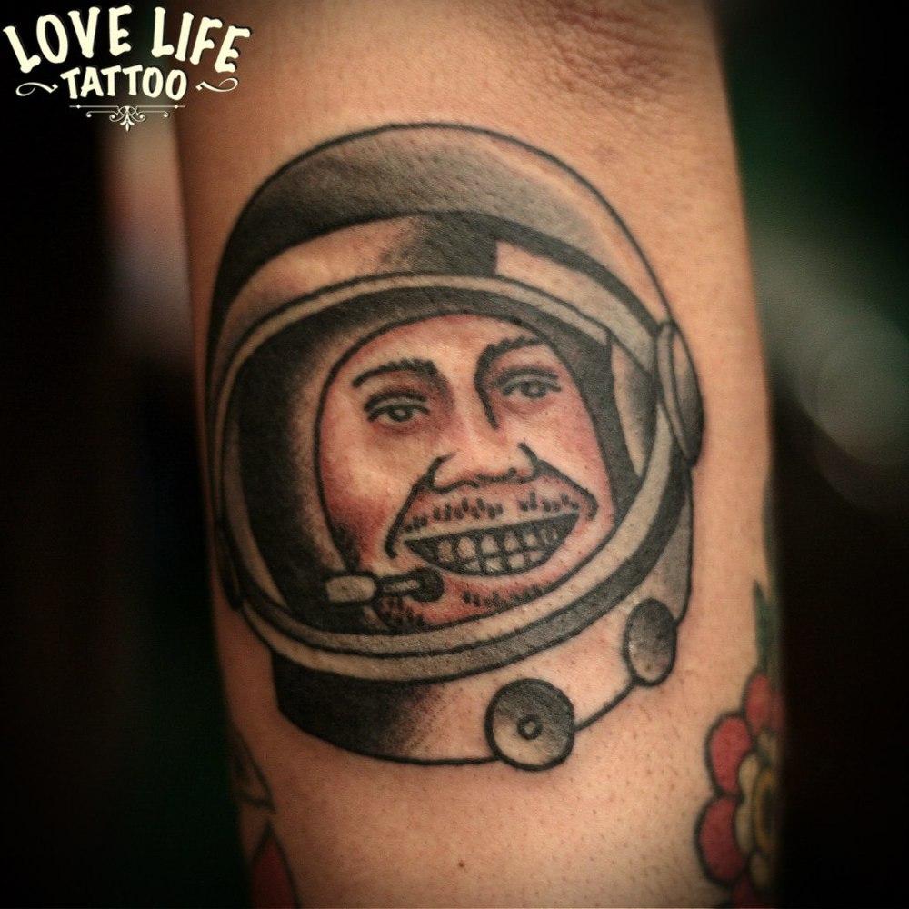 татуировка космонавта