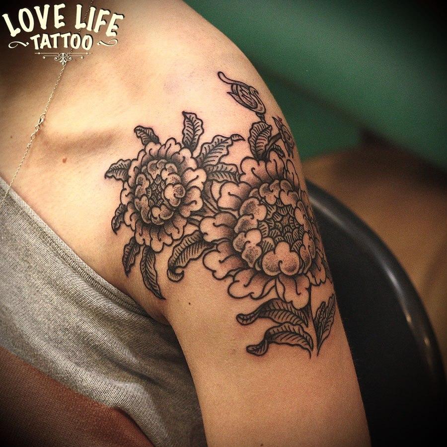 татуировка пионов