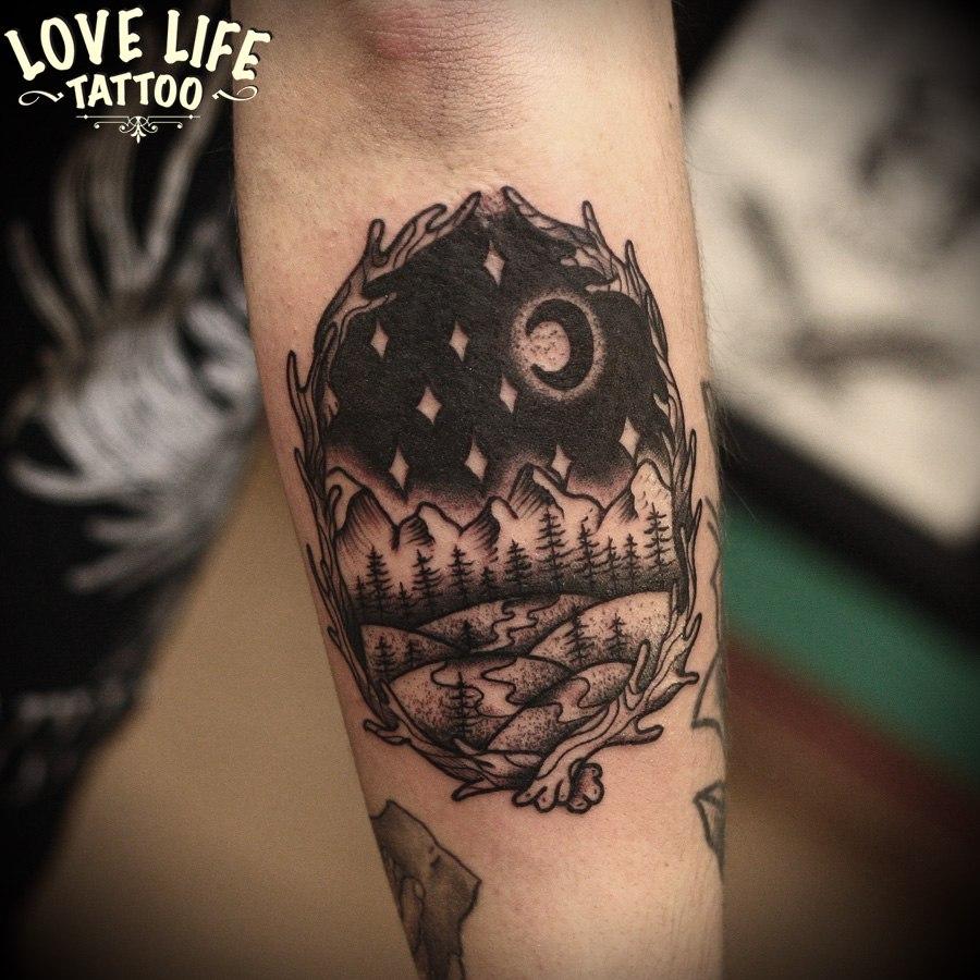 татуировка леса и гор