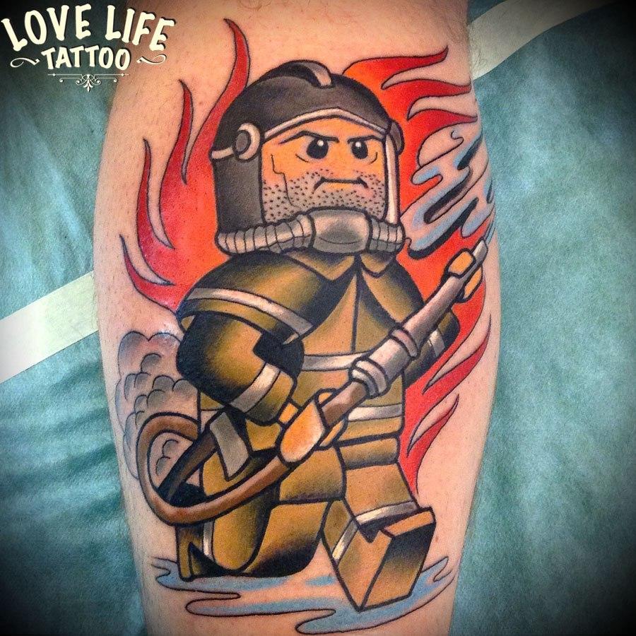 татуировка пожарного лего