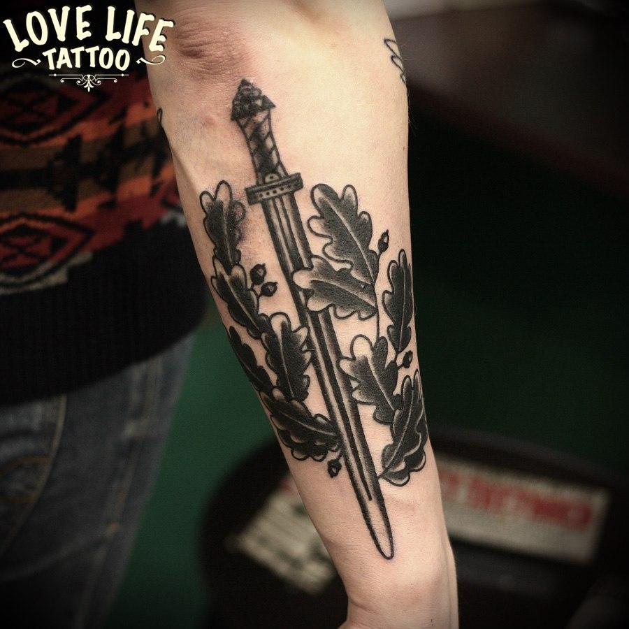татуировка меча