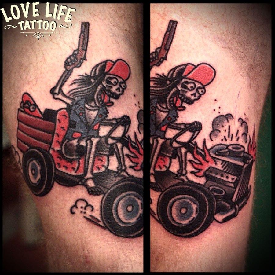 татуировка скелета на тракторе