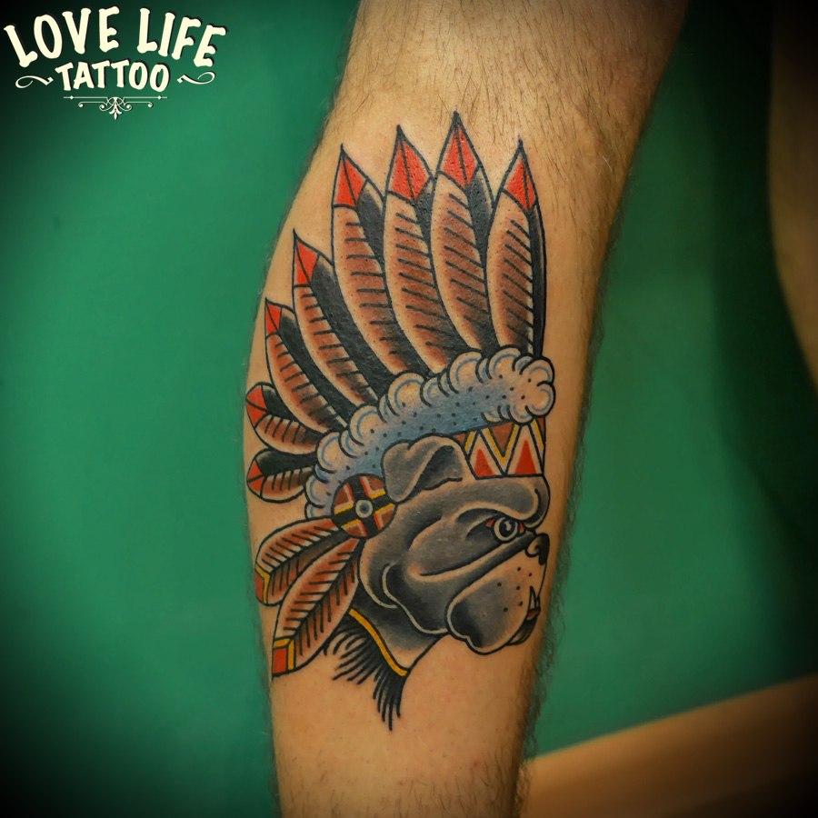 татуировка бульдога-индейца