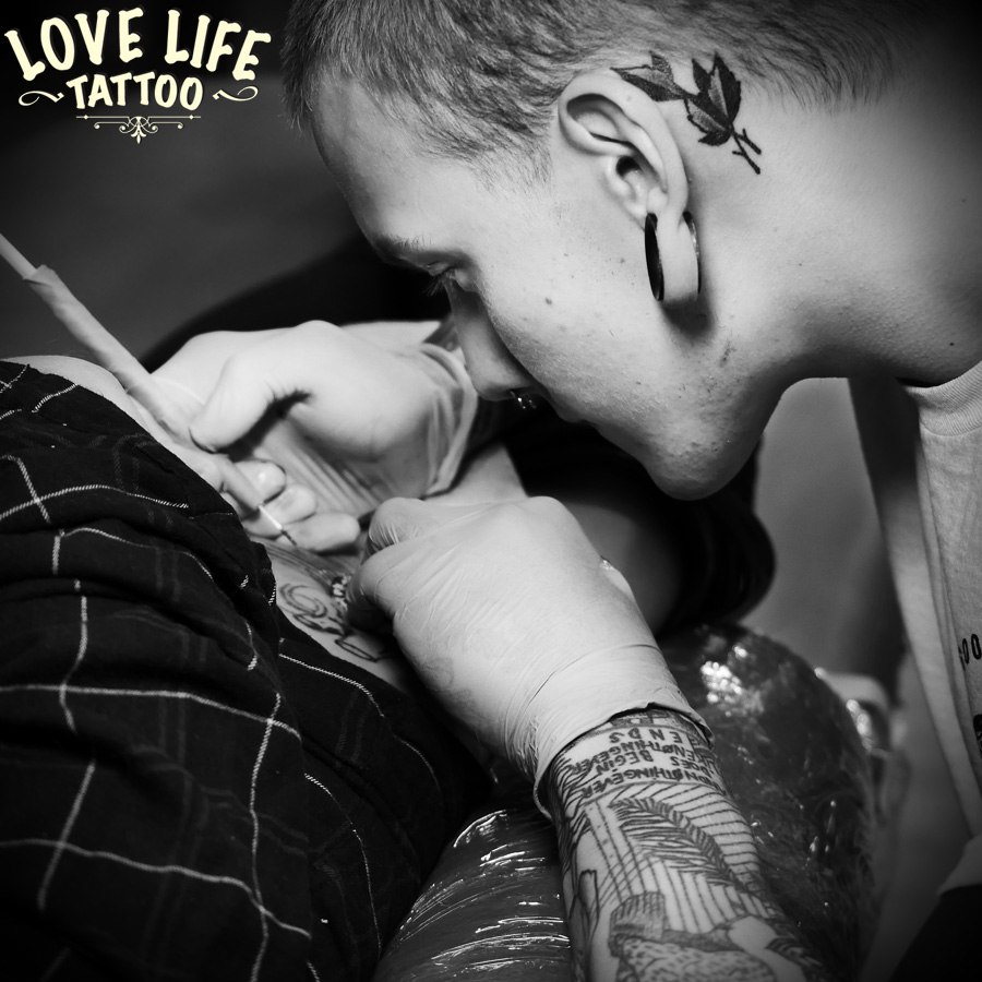 hand poke tattoo artist - Igor Tangen