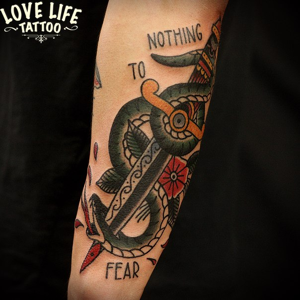 татуировка змеи на ноже