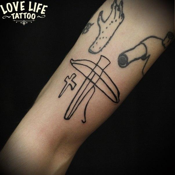татуировка арбалета
