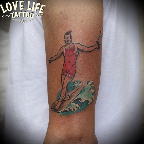 татуировка серфера