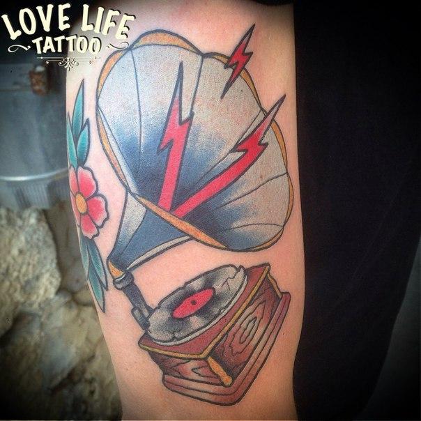 татуировка грамофона