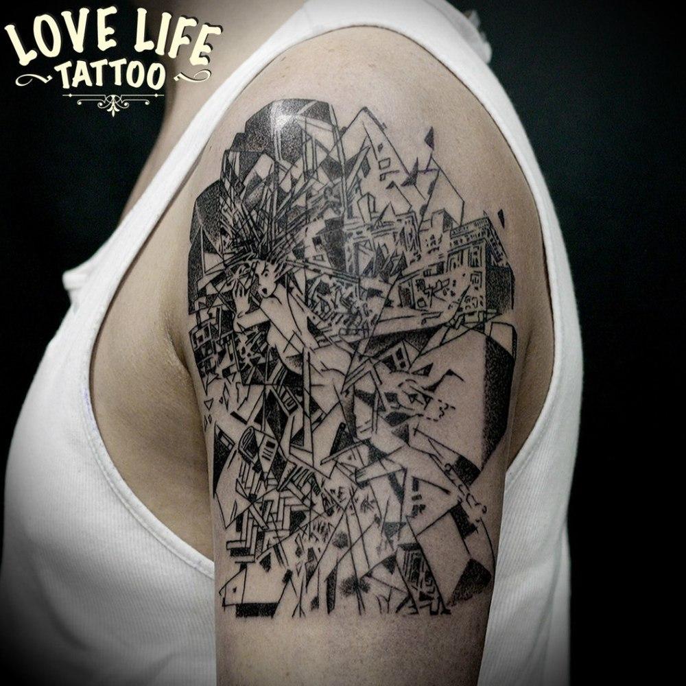 татуировка абстракция на плече