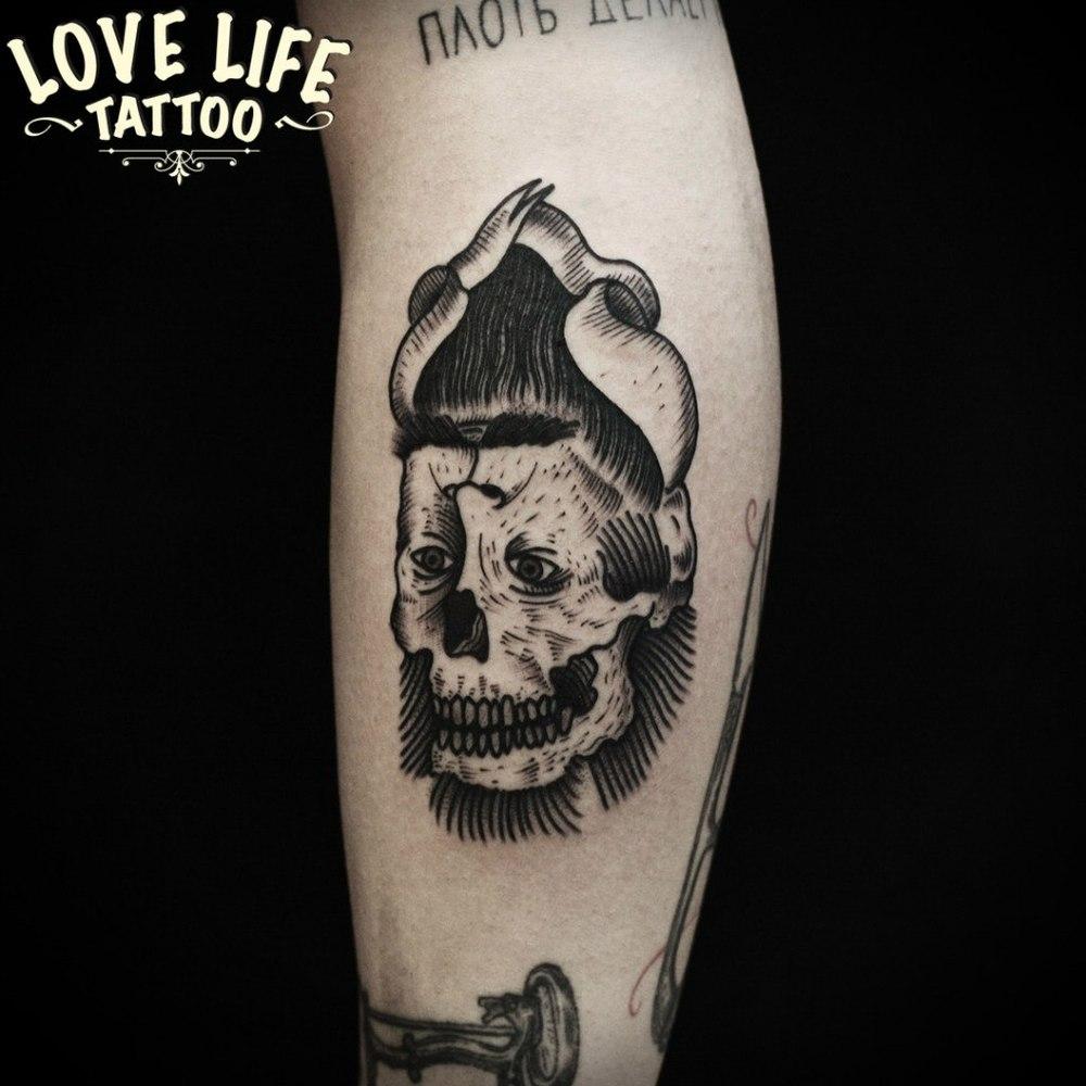 татуировка черепа и лица