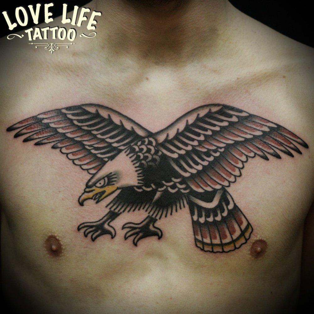 татуировка орла в полете