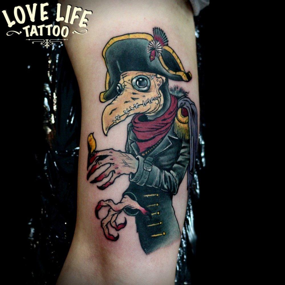 татуировка чумного доктора