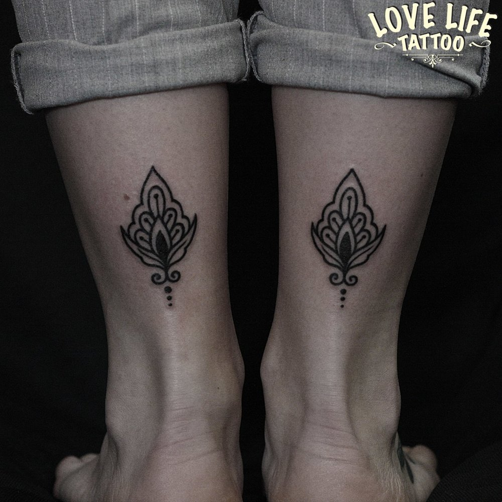 татуировка узор на ноге