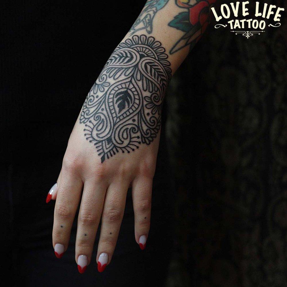татуировка узор на руке