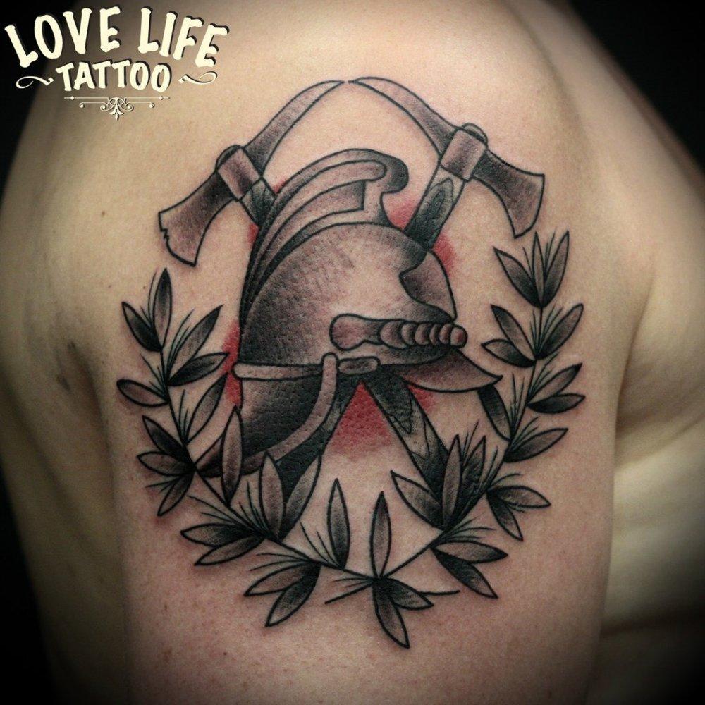 татуировка пожарной каски