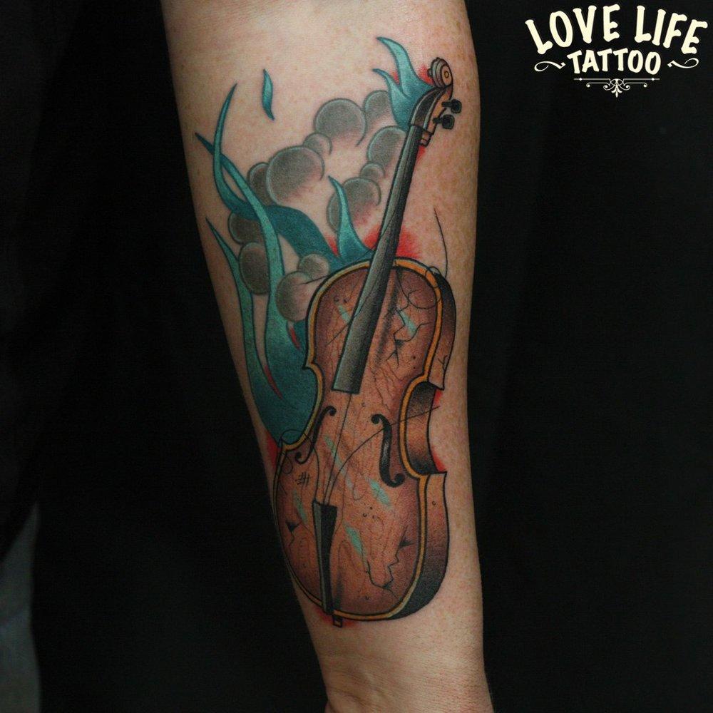 татуировка виолончели