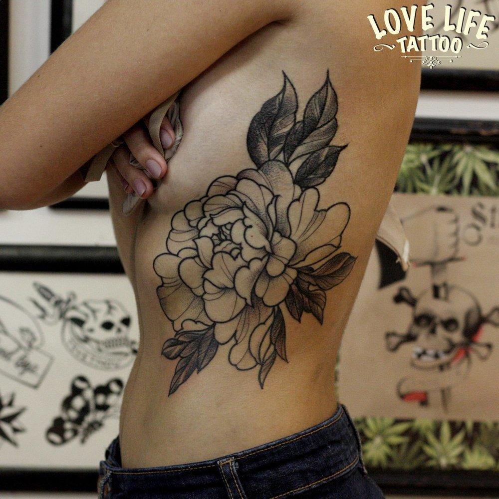 татуировка цветка