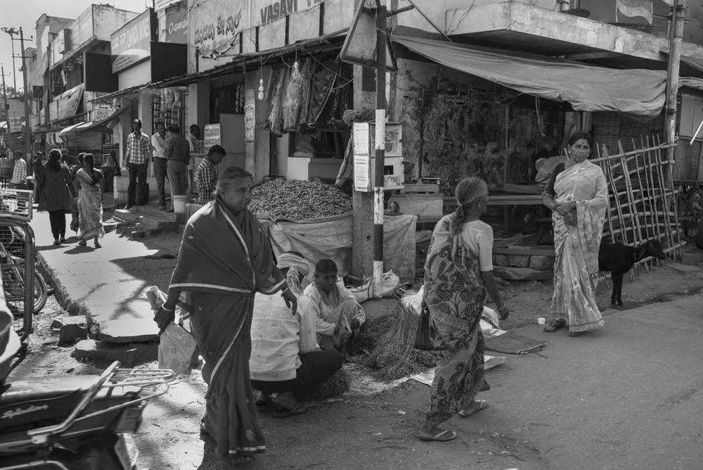 where women still wear saris