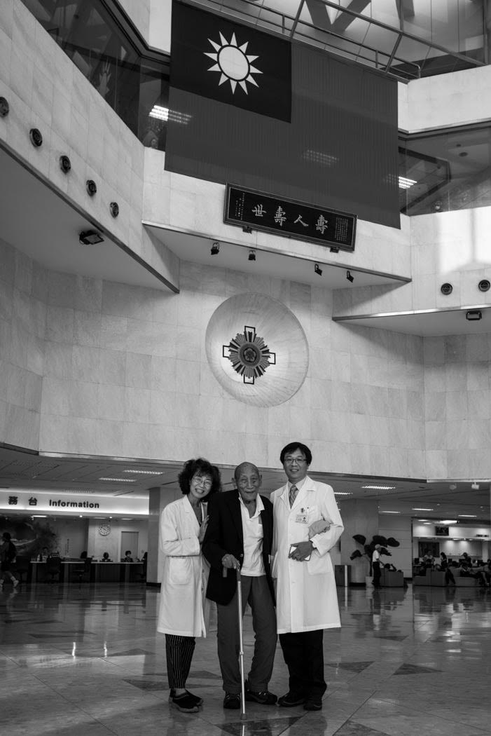 A visit to Dr. Perng and Dr. Anna Li at the Veterans' General Hospital to say thank you