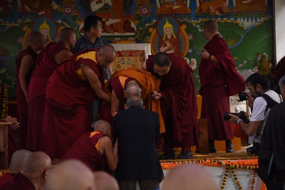 Greets Khyongla Rinpoche. Photo by Tanya Agarwal