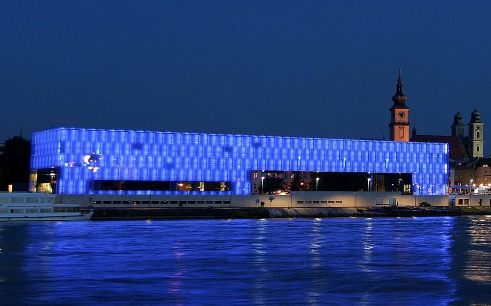 Precedent Example - Weber Hofer Partner Architeckten - Lentos Museum, Austria