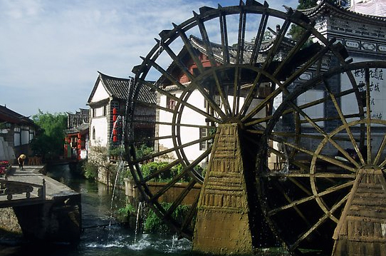 Big water wheel at the entrance of the Old Town. Lijiang, Yunnan, China, photo K.T. Luong