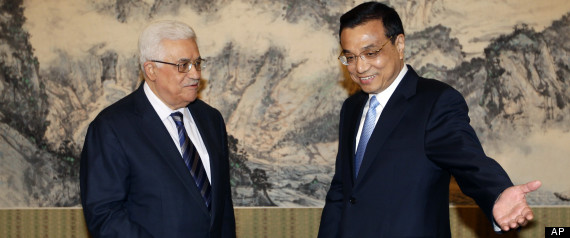 Chinese Premier Li Keqign, right, shows the way to Palestinian President Mahmoud Abbas prior to a meeting at the Zhongnanhai compound in Beijing Monday, May 6, 2013. (AP Photo/Jason Lee, Pool)