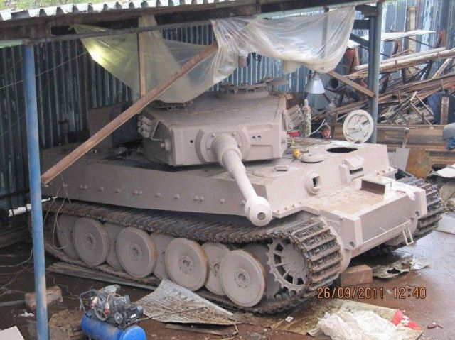 handcrafted_tiger_i_tank_replica_640_45.jpg