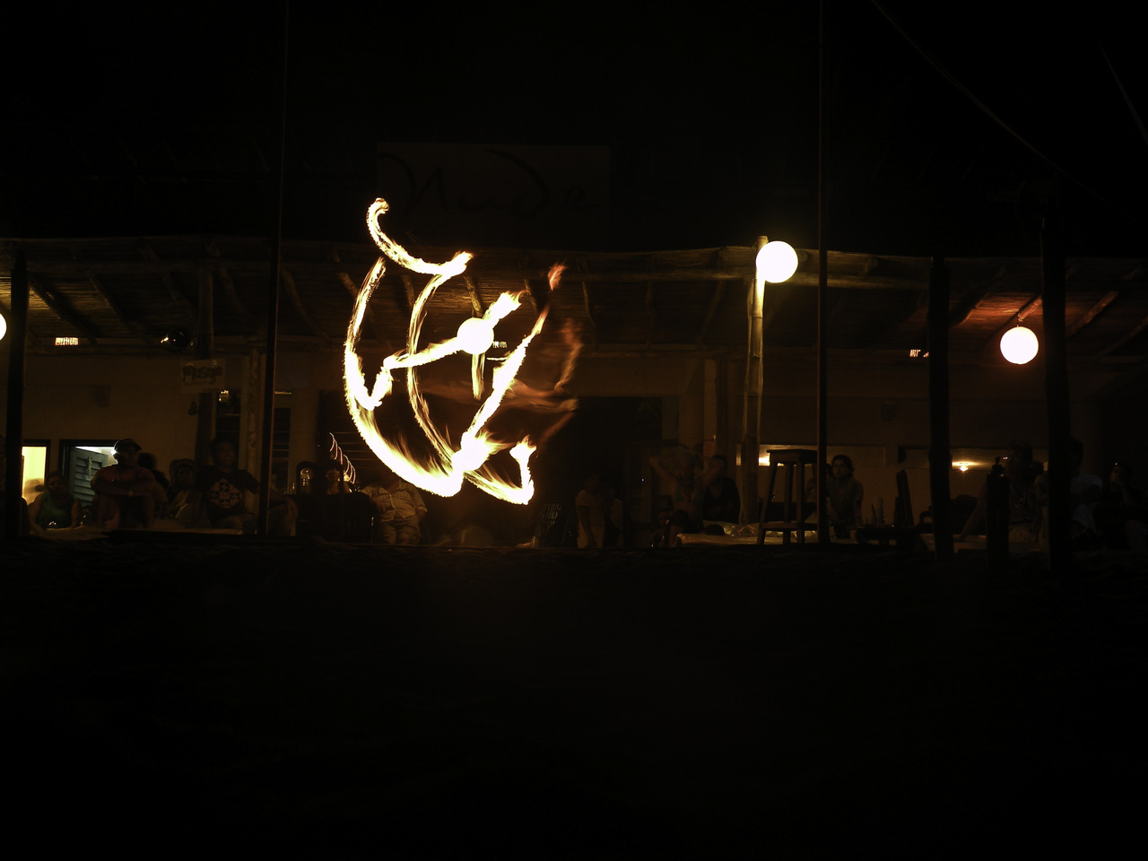 fire juggling in zipolite