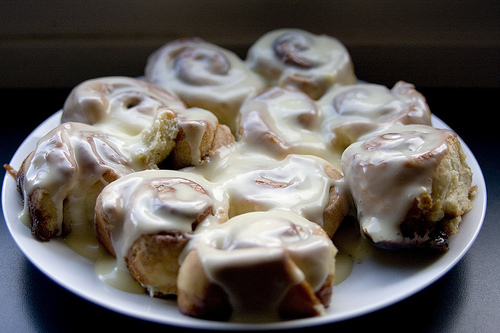 (via  loveandsugar )   yes please! these look like the pillsbury cinnamon rolls. my family used to eat these most sundays.