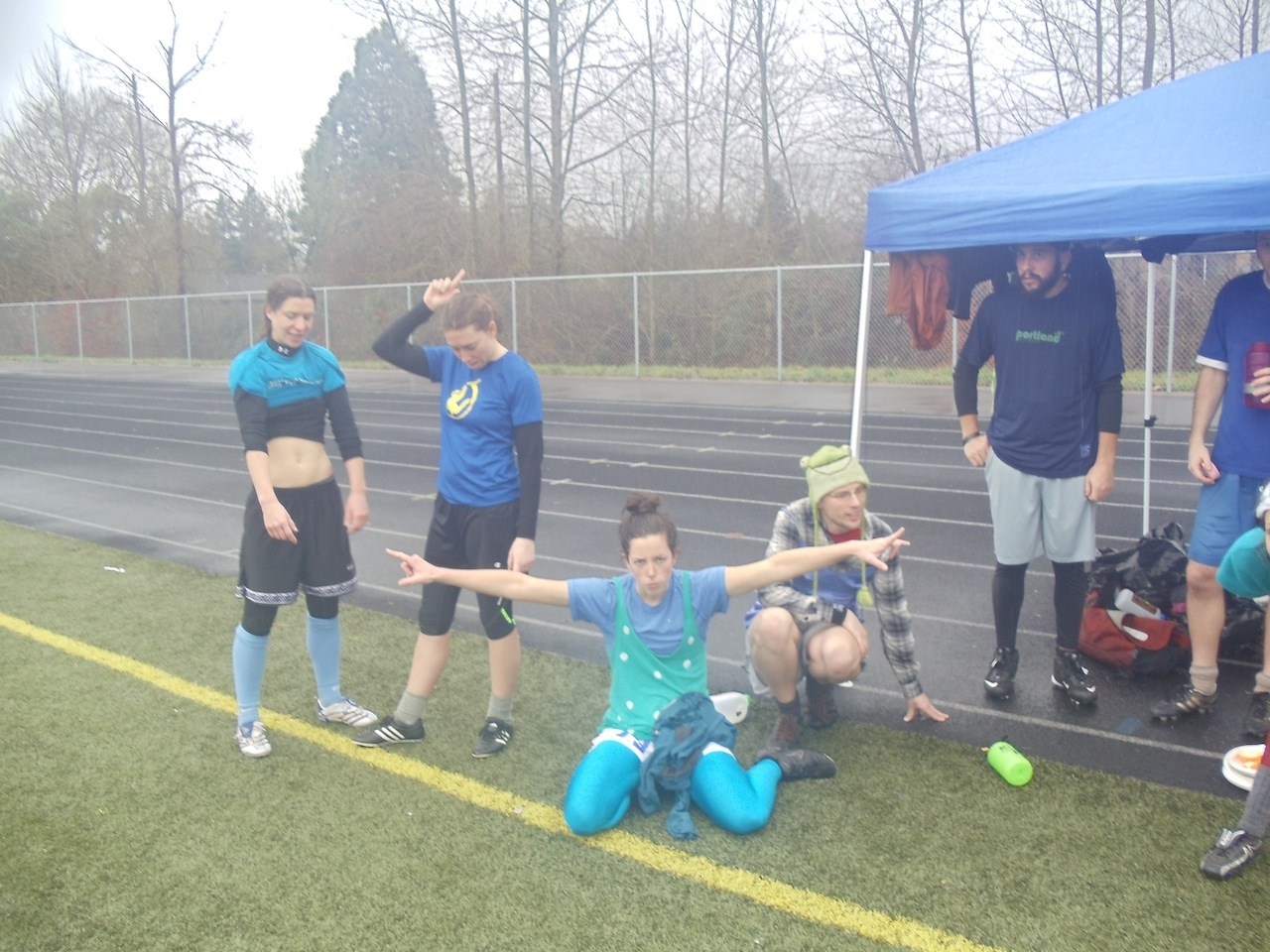 i haven't been able to play arm-based sports like ultimate frisbee for over a month now. and i was just learning it. in case i never go back, this photo is proof that i once played. or at least, this photo is proof that i once wore iridescent blue leggings and sat on turf in the rain.