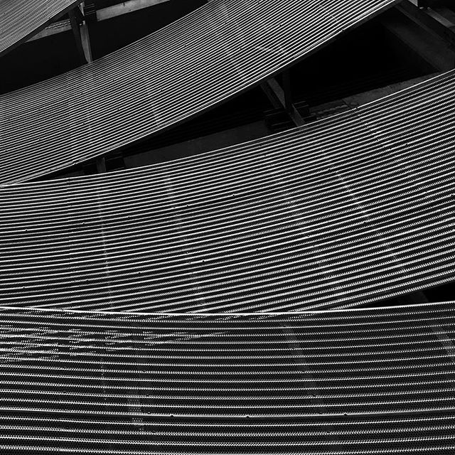 #blackandwhite #minimal #architecture #curvy #pattern
