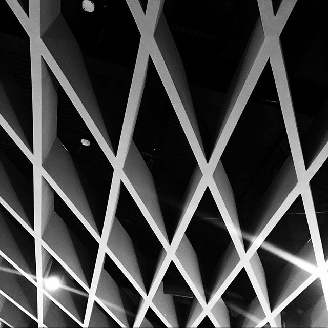 #modern #architecture #ceiling #diagonal #pattern #blackandwhite