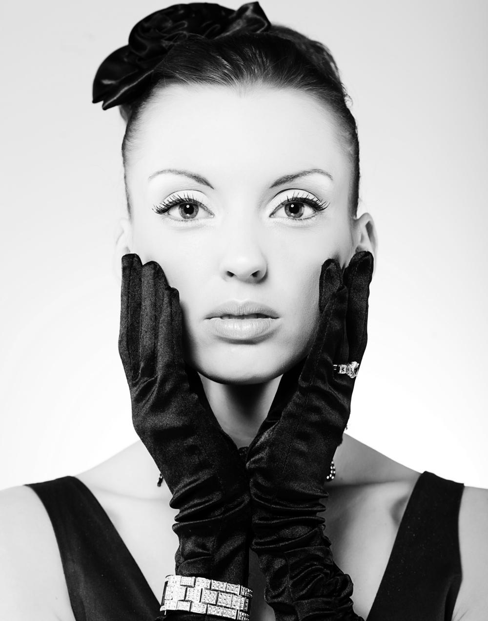 bigstock-Vogue-style-vintage-portrait-35629610.jpg