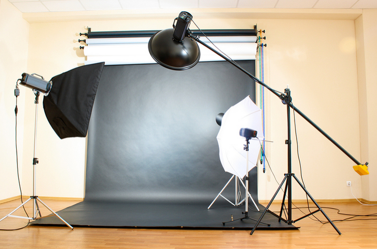 HOW TO CREATE A DIY PHOTO STUDIO