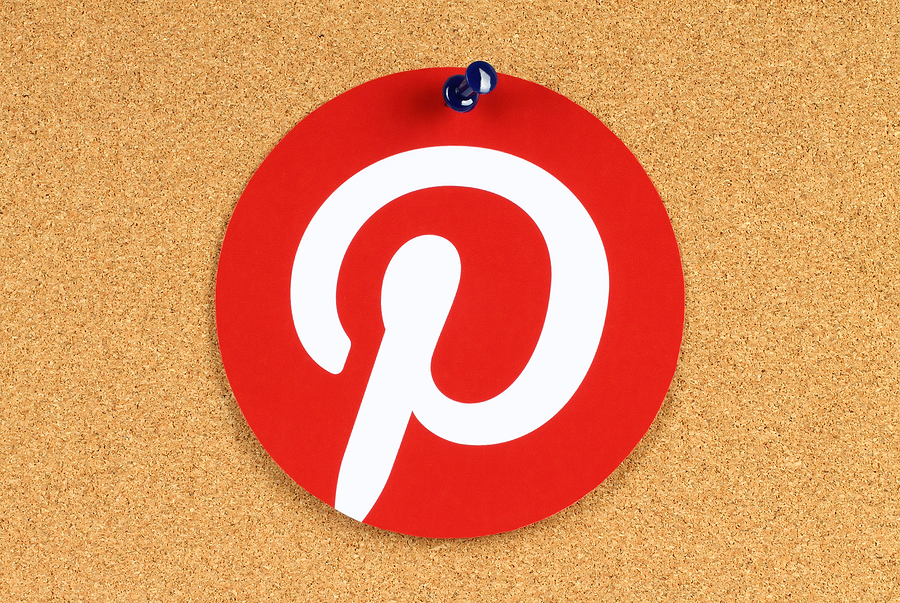 Pinterest logo on board | rvlsoft