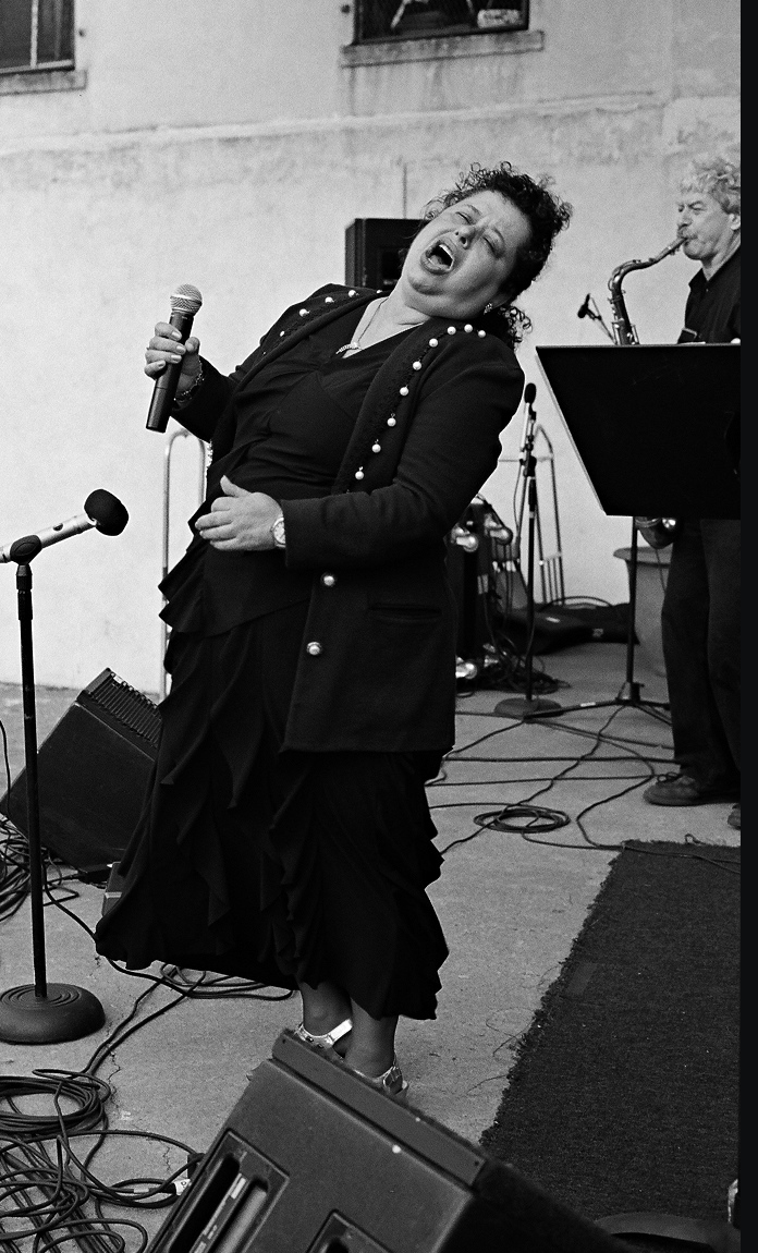 Arlene Sings at Westbeth Music Festival photo by Jaeyulee .jpg