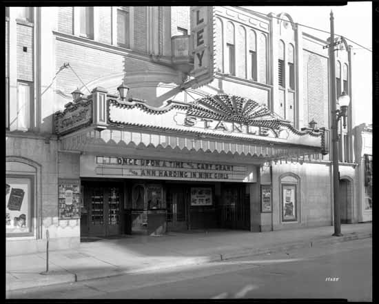 The Stanley Theatre, September 1944 Photographer / Studio: King Studio Courtesy of Vancouver Public Library Archives