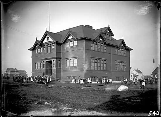 Fairview School , 1907 Photographer / Studio: Timms, Philip Courtesy of Vancouver Public Library Archives