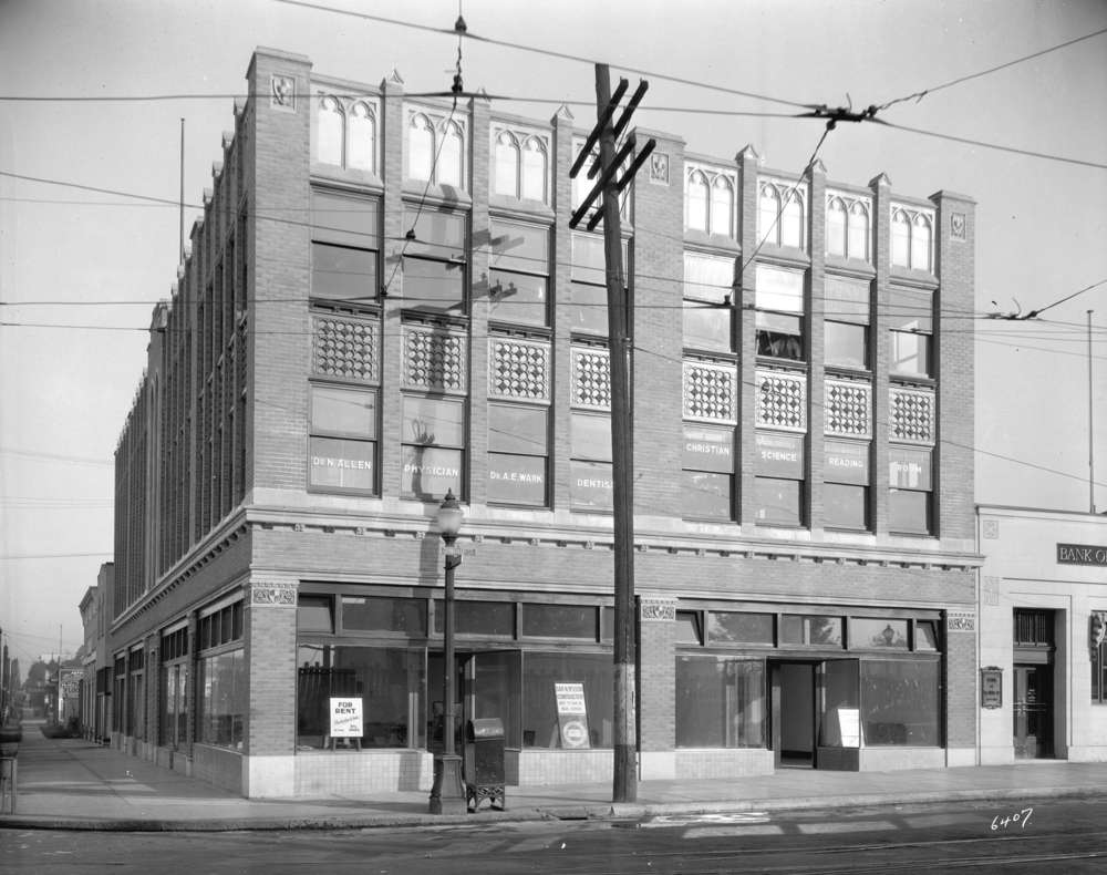 The Dick Building shortly after it's completion in 1929. Photographer W.J. Moore. Courtesy of Vancouver Archives.