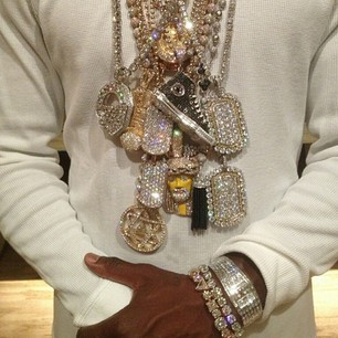 Money Mayweather puts on all his chains and flosses on IG