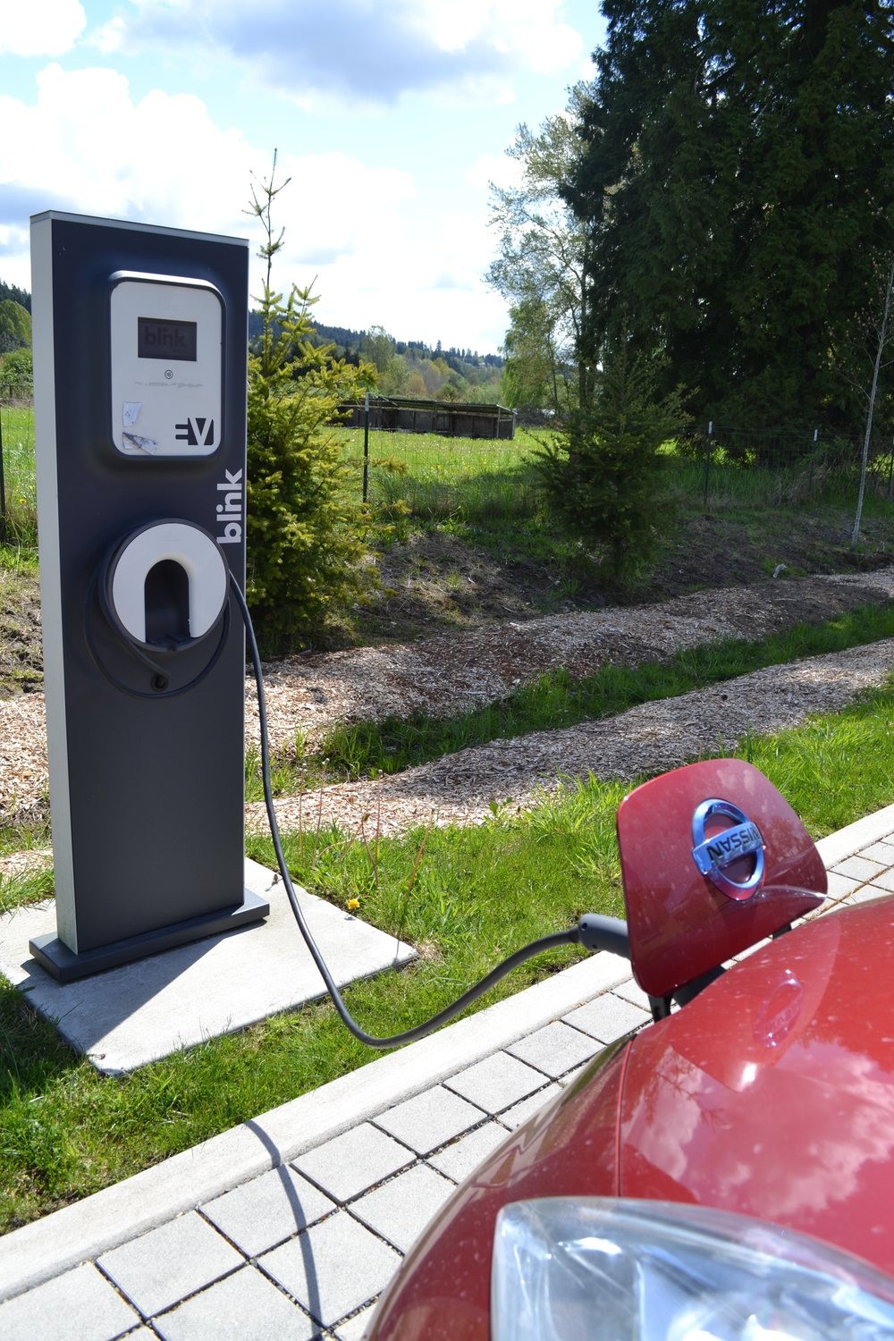 Charge that Nissan Leaf with solar power!