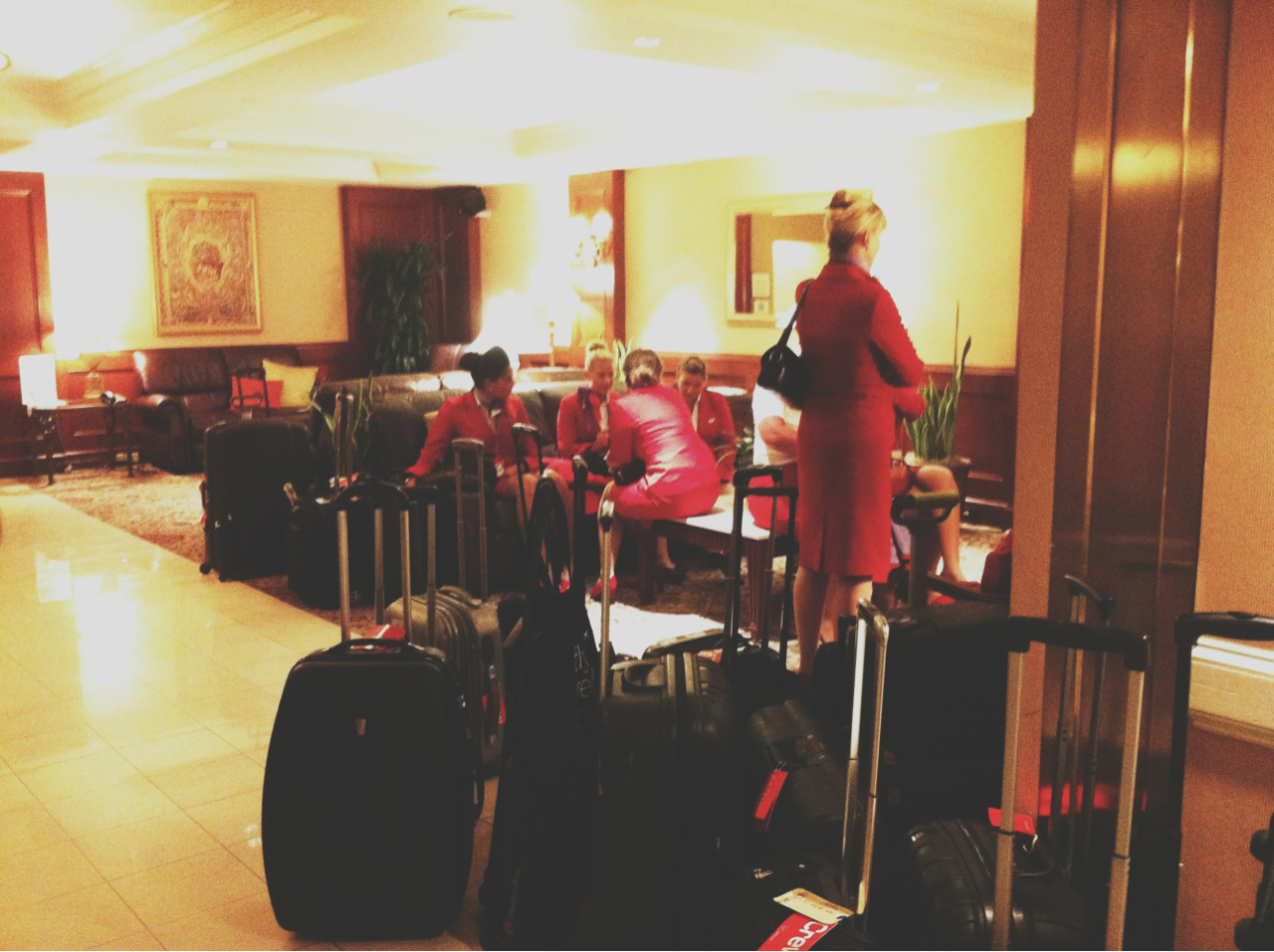 #la #air #hostess #hotel #red #suitcases