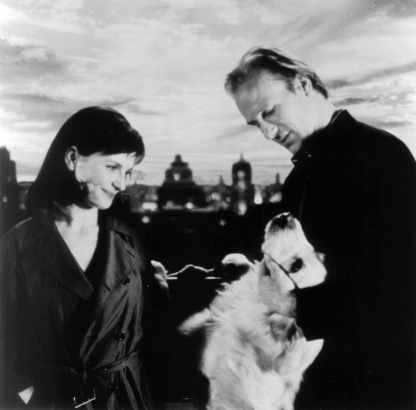 "Juliette Binoche, William Hurt and Edgar the dog in ""A Couch in New York,"" a 1996 film directed by Chantal Akerman. Credit: BMG Independents"