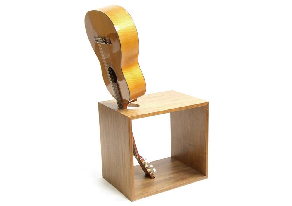 Guitar_Chair_1020.jpg