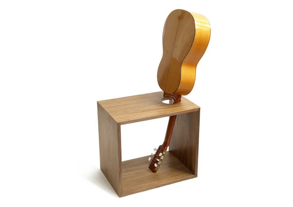 Guitar_Chair_1020_2.jpg