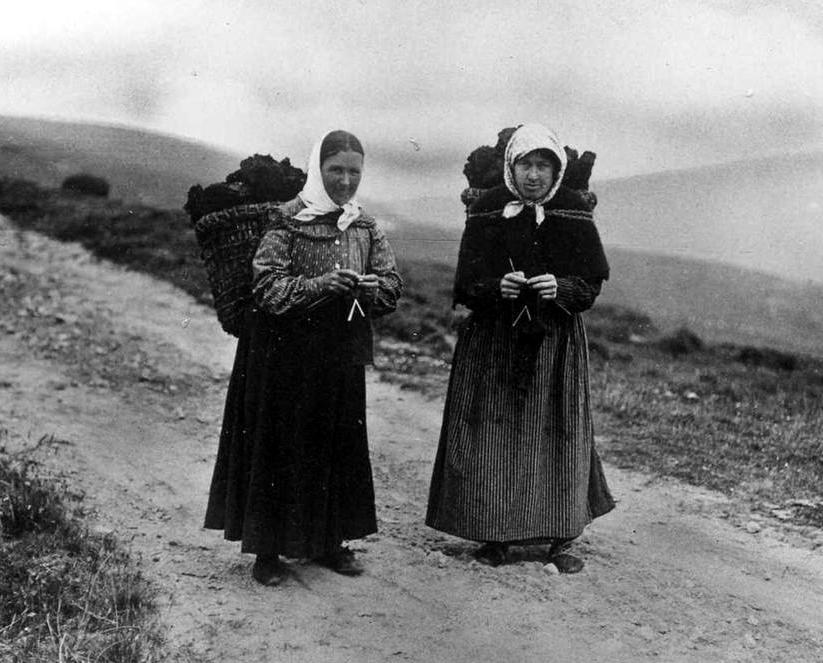 Old Photograph Crofters Knitting And Carrying Peat Isle Of Lewis.jpg