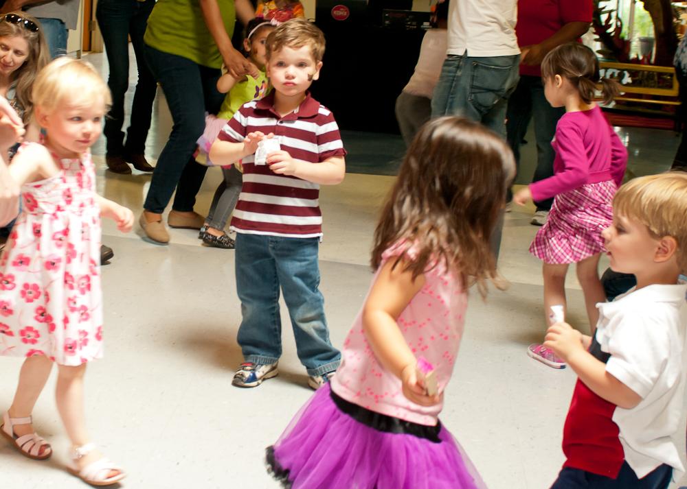 20120428-uccc family dance-4516.jpg