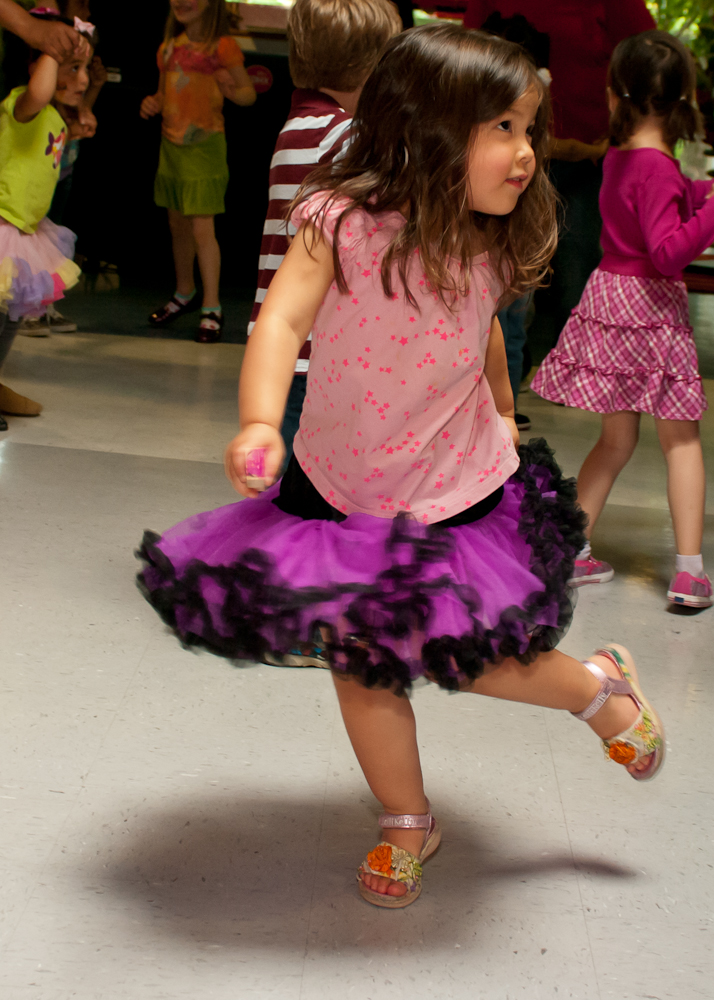 20120428-uccc family dance-4518.jpg